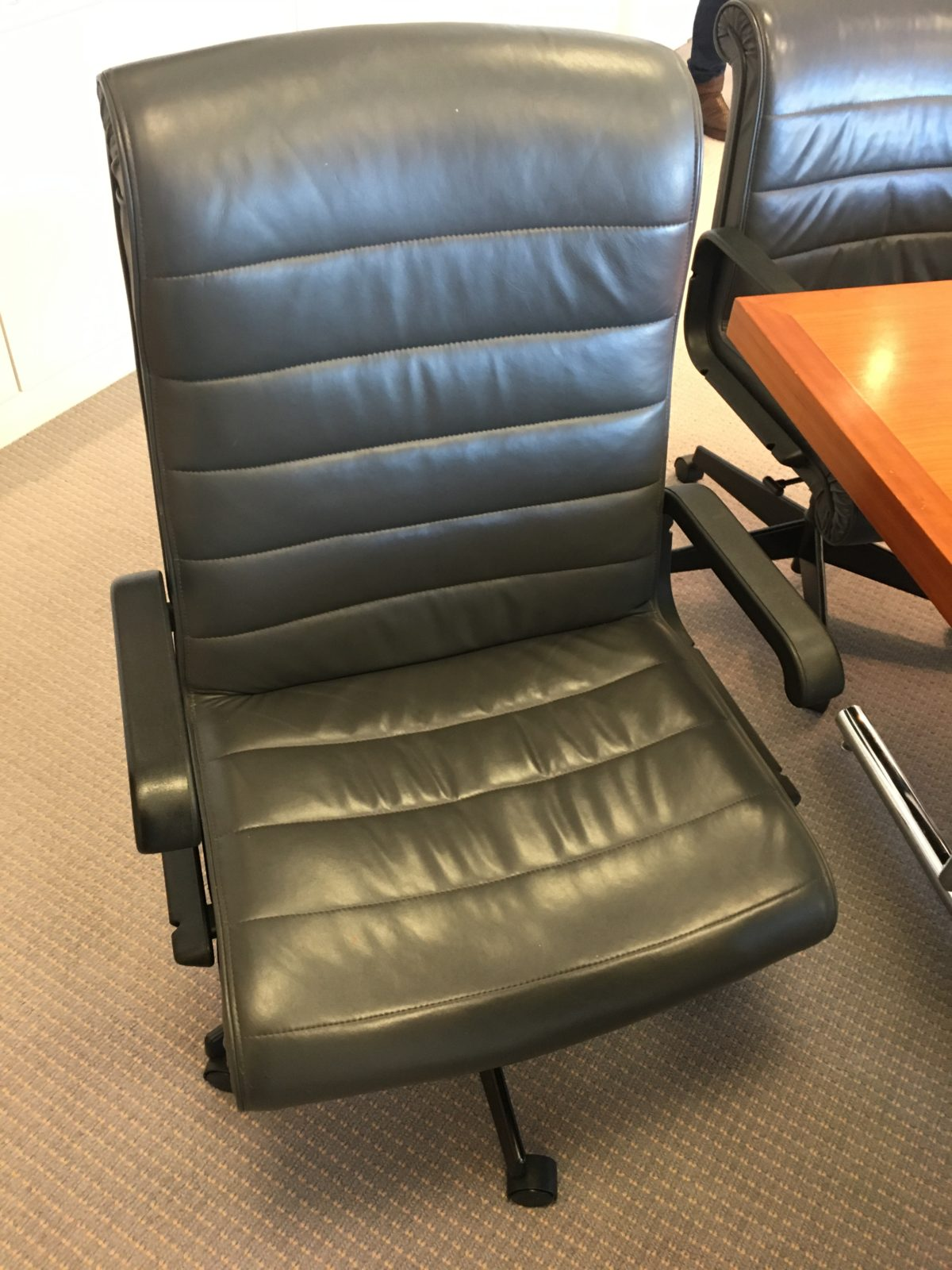 "Pre-owned Knoll ""Sapper"" leather chairs"